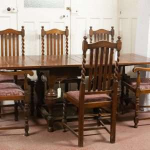 Oak table and chairs, Circa 1910
